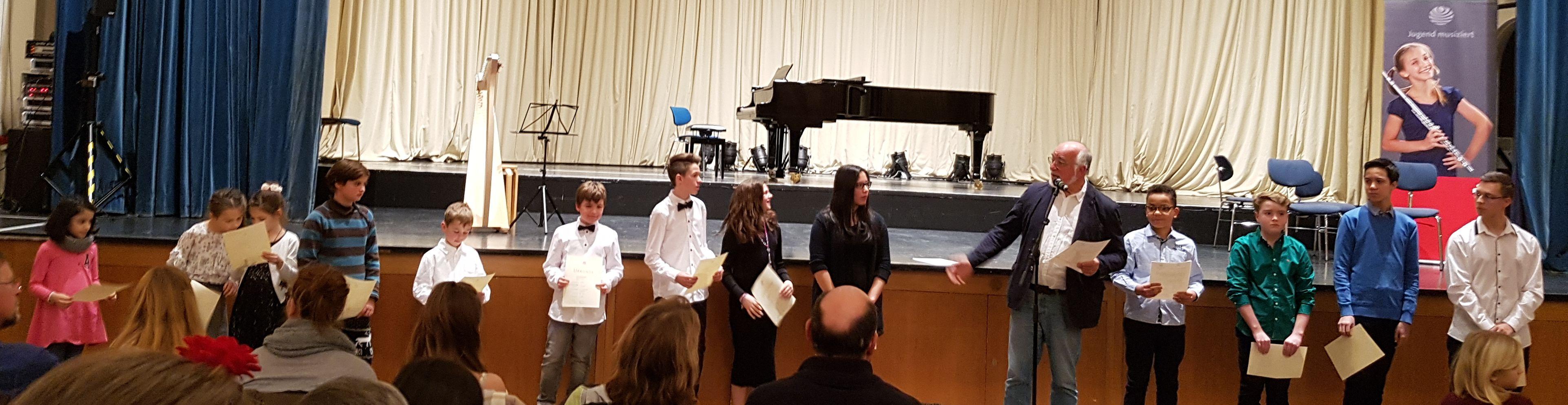 Teilnehmer des Donnersbergkreises bei der Preisvergabe
